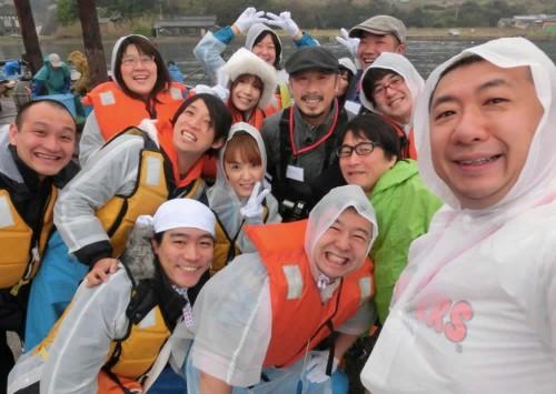 定置網漁体験で記念撮影