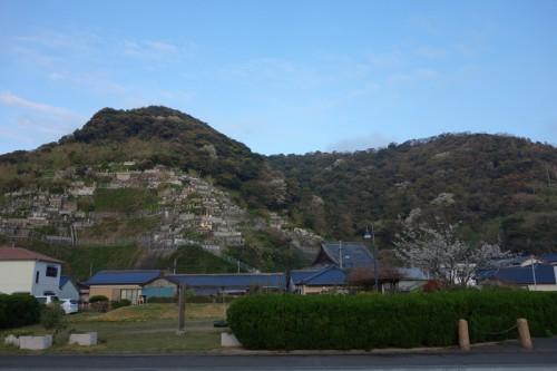 長崎では棚田ならぬ棚墓地をよく見かけた