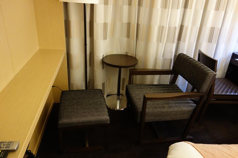 オットマン付の椅子