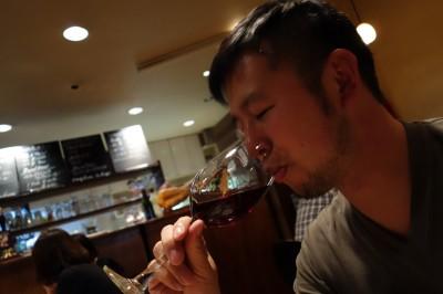 甲州ワインを飲む