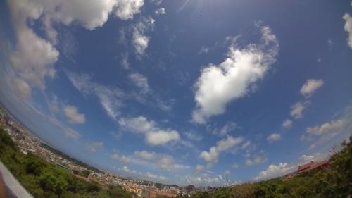 空と那覇の街
