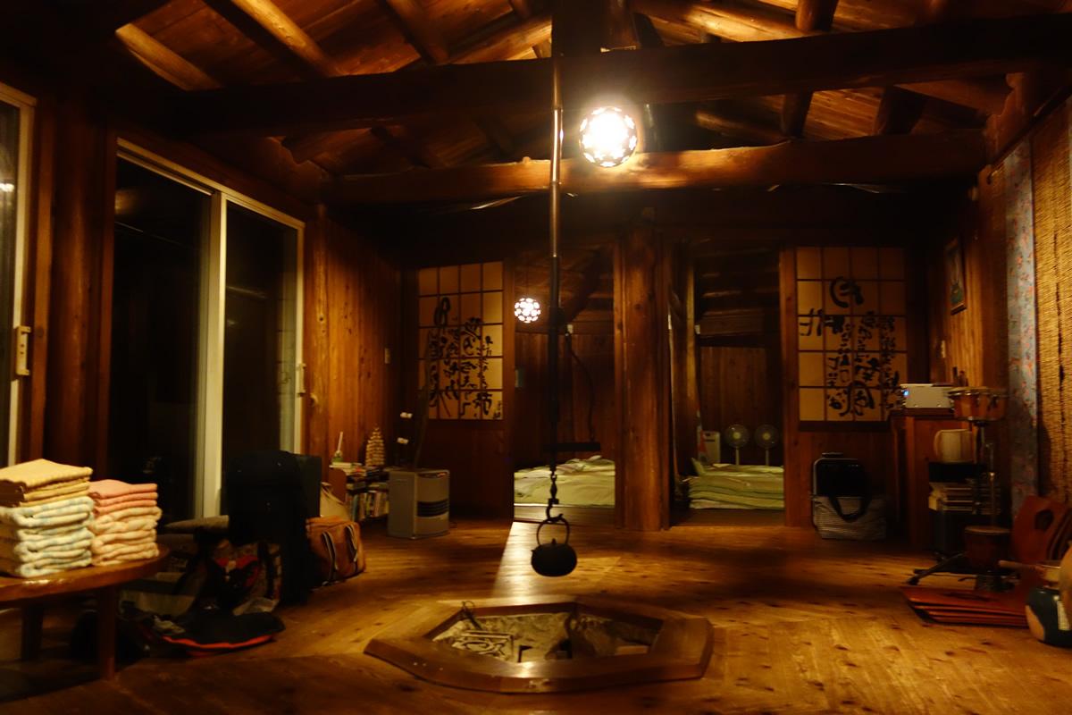 囲炉裏のある部屋