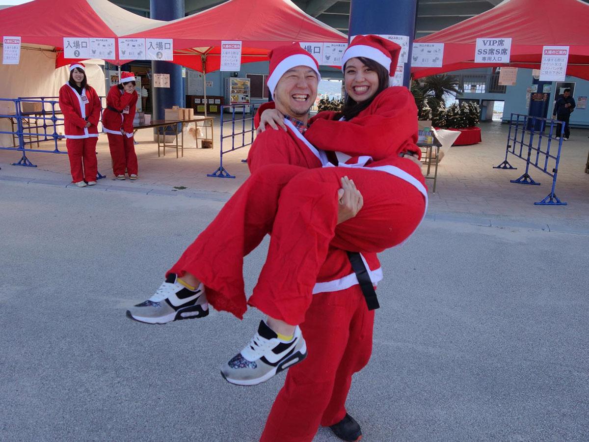 サンタさん抱っこ