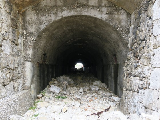 トロッコのトンネル 1