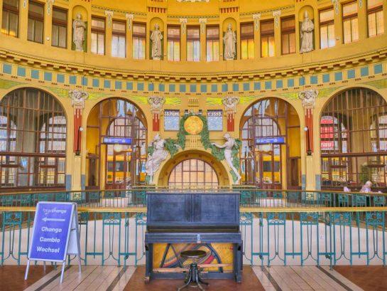 絵になるプラハ駅