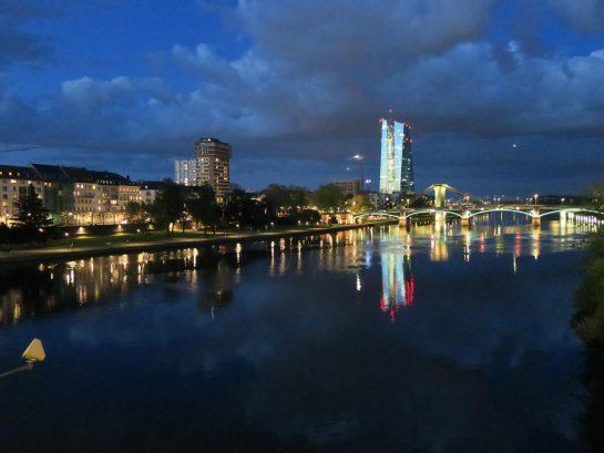 マイン川に映る街
