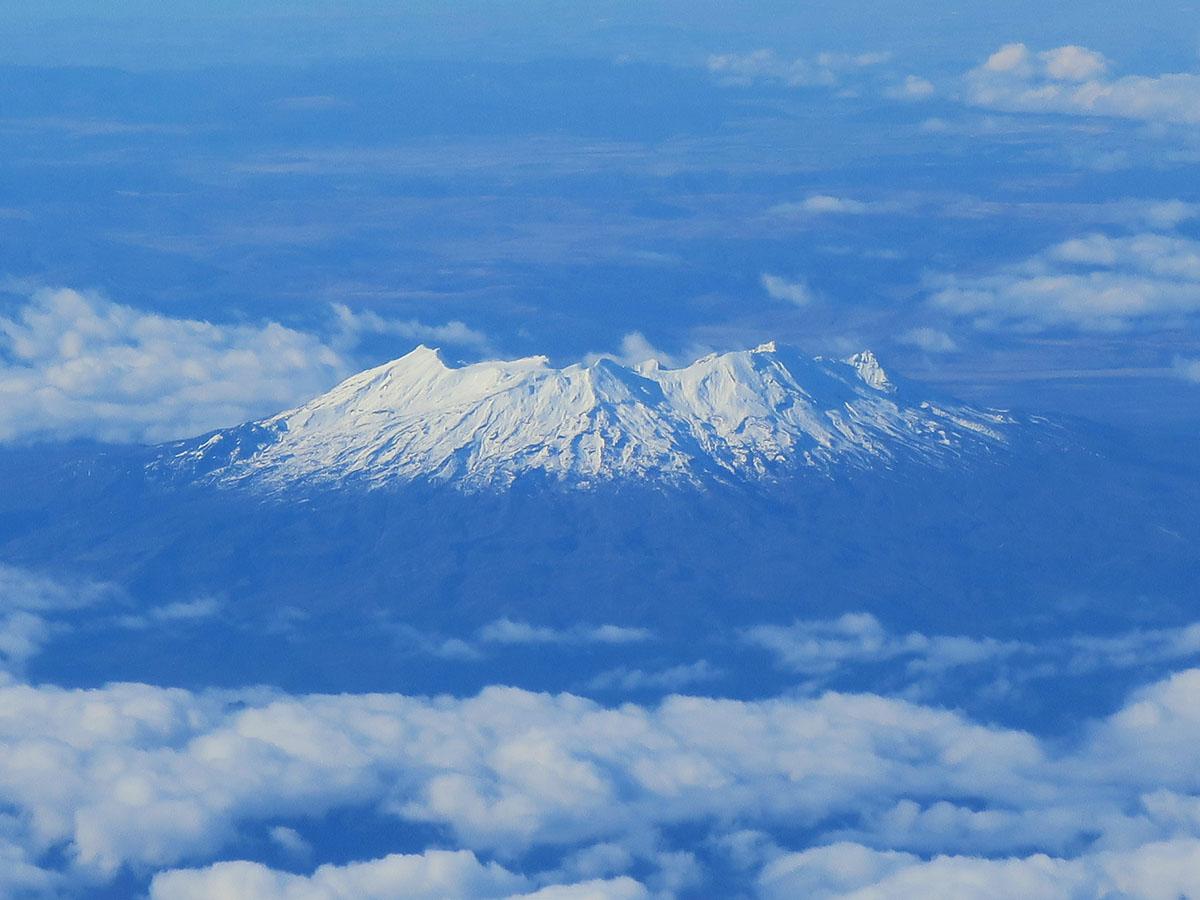 冬のルアペフ山