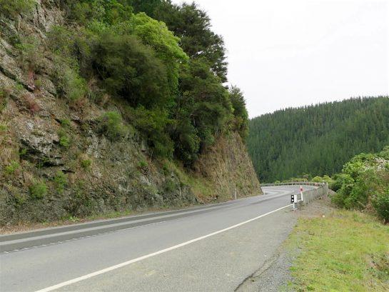 山道のカーブ