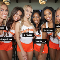 HOOTERS Girl タグ付け