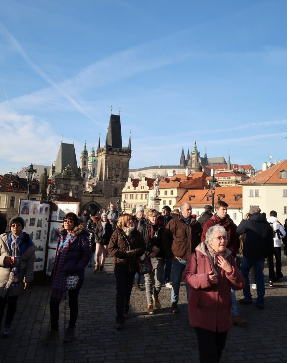 プラハ城を見上げる