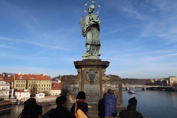 聖人ヤン・ネポムツキー像