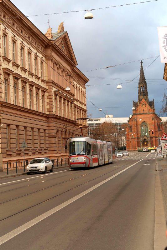 教会と路面電車