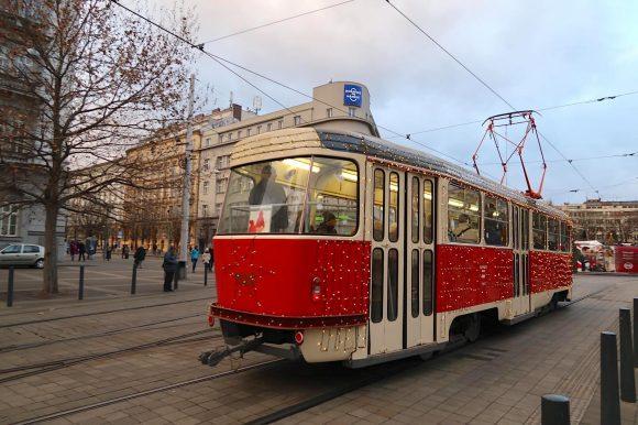クリスマス仕様の路面電車