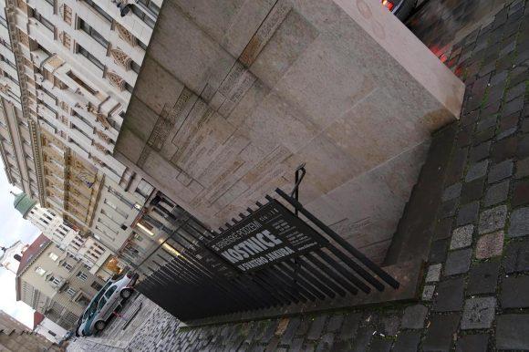 ブルノ 聖ヤコブ教会 納骨堂 入口