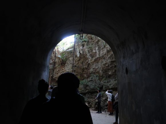 トンネルをくぐって
