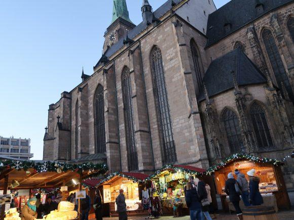 教会の前の広場