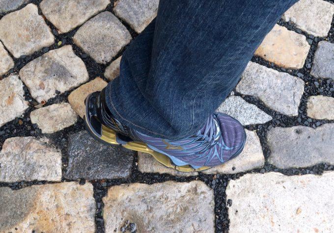 石畳を歩く