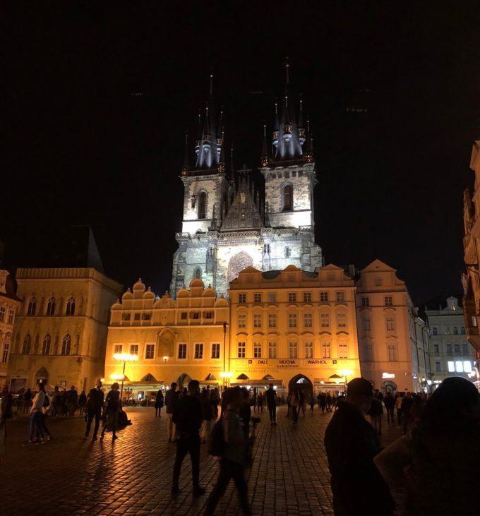 夜の旧市街広場