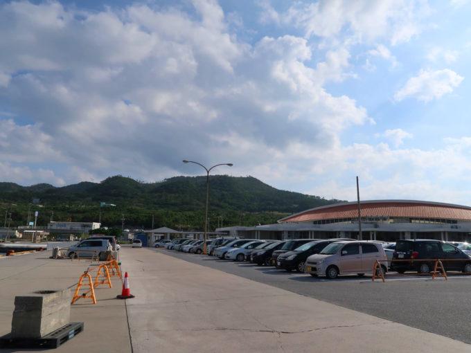 本部港の駐車場
