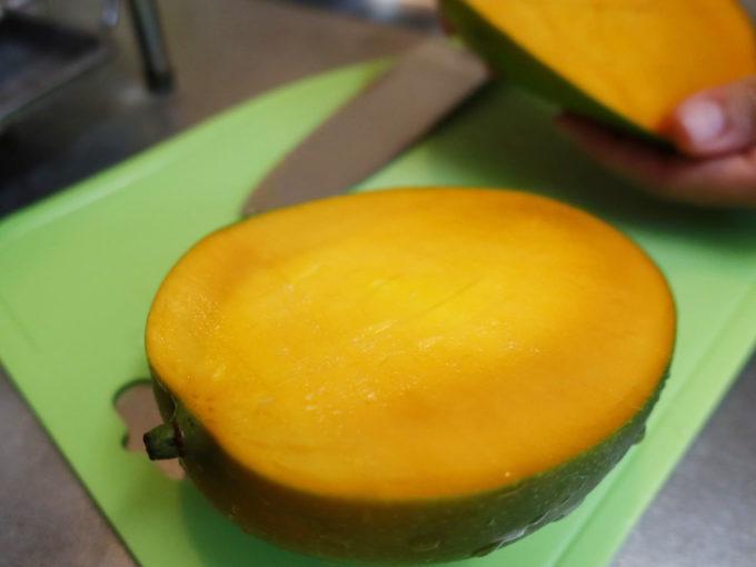 キーツマンゴーも中はオレンジ